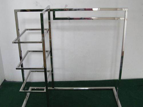 store-clothing-rack